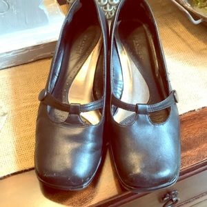 🌸ladies 8 1/2 Kenneth Cole Reaction black shoes